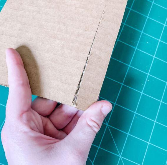 Cách cắt giấy carton sao cho đẹp